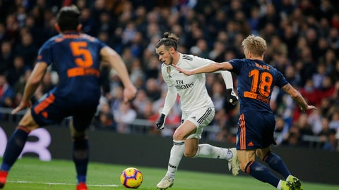 <p>               Real Madrid's Gareth Bale, centre, tries to get a cross in during a Spanish La Liga soccer match between Real Madrid and Valencia at the Santiago Bernabeu stadium in Madrid, Spain, Saturday, Dec. 1, 2018. (AP Photo/Paul White)             </p>