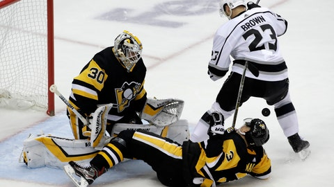 <p>               Los Angeles Kings' Dustin Brown (23) can't get his stick on a rebound in front of Pittsburgh Penguins goaltender Matt Murray (30) with Olli Maatta (3) defending during the first period of an NHL hockey game in Pittsburgh, Saturday, Dec. 15, 2018. (AP Photo/Gene J. Puskar)             </p>