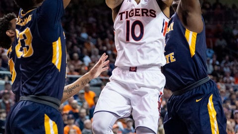 <p>               Auburn guard Samir Doughty (10) works between Murray State forwards KJ Williams (23) and Brion Sanchious (4) during the second half of an NCAA college basketball game Saturday, Dec. 22, 2018, in Auburn, Ala. (AP Photo/Vasha Hunt)             </p>