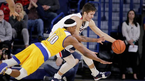 <p>               Cal State Bakersfield guard Justin Edler-Davis (10) and Gonzaga forward Filip Petrusev go after the ball during the first half of an NCAA college basketball game in Spokane, Wash., Monday, Dec. 31, 2018. (AP Photo/Young Kwak)             </p>