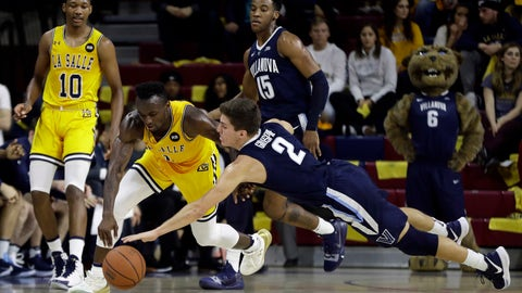 <p>               La Salle's David Beatty, left, and Villanova's Collin Gillespie chase after a loose ball during the first half of an NCAA college basketball game, Saturday, Dec. 1, 2018, in Philadelphia. (AP Photo/Matt Slocum)             </p>