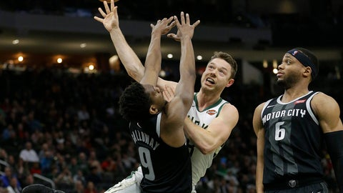 Cavs get Delly, Henson, picks from Bucks for Hill; Dekker traded