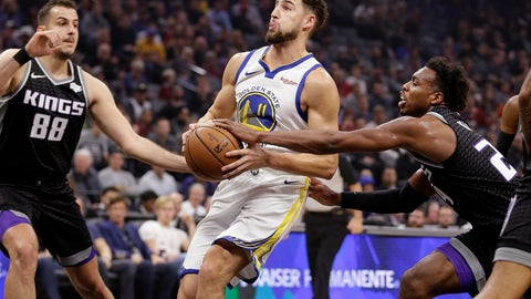 <p>               Golden State Warriors guard Klay Thompson, center, drives to the basket between Sacramento Kings' Nemanja Bjelica, left, and Buddy Hield, right, during the first half of an NBA basketball game Friday, Dec. 14, 2018, in Sacramento, Calif. (AP Photo/Rich Pedroncelli)             </p>