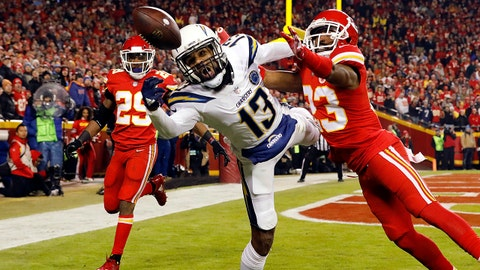 KANSAS CITY, MISSOURI - DECEMBER 13:  Cornerback Kendall Fuller #23 of the Kansas City Chiefs breaks up a pass intended for wide receiver Keenan Allen #13 of the Los Angeles Chargers during the game at Arrowhead Stadium on December 13, 2018 in Kansas City, Missouri. (Photo by David Eulitt/Getty Images)