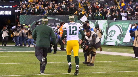 EAST RUTHERFORD, NJ - DECEMBER 23:  Green Bay Packers quarterback Aaron Rodgers (12)  leaves the field after the National Football League game between the New York Jets and the Green Bay Packers on December 23, 2018 at MetLife Stadium in East Rutherford, NJ.   (Photo by Rich Graessle/Icon Sportswire via Getty Images)