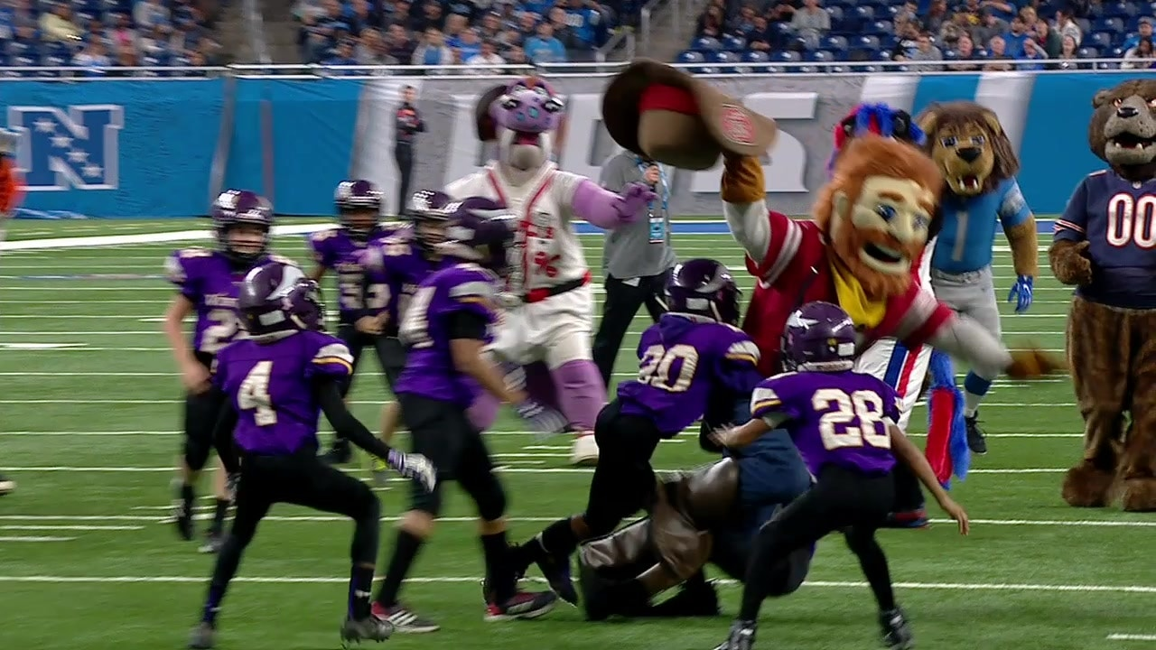 8f095cf4 An all-star team of NFL and CFB mascots took on a youth team at Ford ...