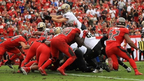 TAMPA, FLORIDA - DECEMBER 09: Drew Brees #9 of the New Orleans Saints scores a touchdown during the fourth quarter against the Tampa Bay Buccaneers at Raymond James Stadium on December 09, 2018 in Tampa, Florida. (Photo by Mike Ehrmann/Getty Images)