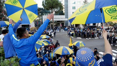 <p>               Boca Juniors supporters gather outside the team hotel in Madrid Saturday, Dec. 8, 2018. The Copa Libertadores Final between River Plate and Boca Juniors will be played on Dec. 9 in Madrid, Spain, at Real Madrid's stadium. (AP Photo/Manu Fernandez)             </p>