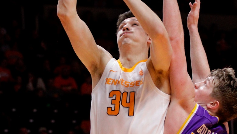 Williams helps No. 3 Tennessee to rout of Tennessee Tech