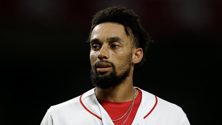 Billy Hamilton signs with Royals