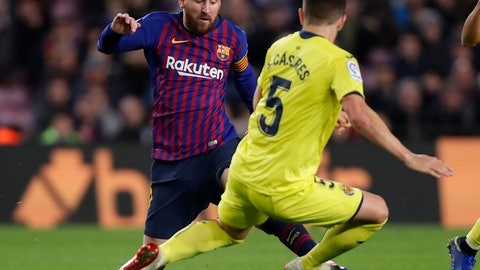 <p>               FC Barcelona's Lionel Messi, left, duels for the ball with Villarreal's Santiago Caseres during the Spanish La Liga soccer match between FC Barcelona and Villarreal at the Camp Nou stadium in Barcelona, Spain, Sunday, Dec. 2, 2018. (AP Photo/Manu Fernandez)             </p>