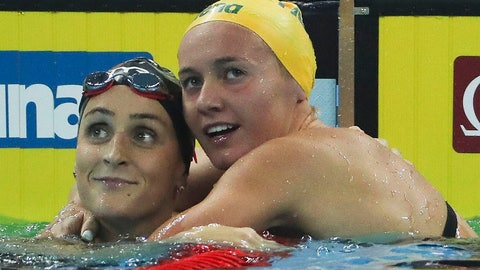 <p>               Gold medalist and new world record holder Australia's Ariarne Titmus, right, hugs USA's Leah Smith after the women's 400m freestyle at 14th FINA World Swimming Championships in Hangzhou, China Friday, Dec. 14, 2018. Titmus broke the world record with a time of 3:53.92. (AP Photo/Ng Han Guan)             </p>