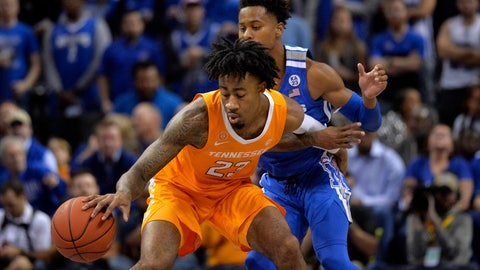 <p>               Tennessee guard Jordan Bowden (23) controls the ball against Memphis guard Tyler Harris in the first half of an NCAA college basketball game Saturday, Dec. 15, 2018, in Memphis, Tenn. (AP Photo/Brandon Dill)             </p>