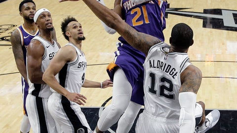 <p>               Phoenix Suns forward Richaun Holmes (21) drives to the basket against San Antonio Spurs forward LaMarcus Aldridge (12) during the first half of an NBA basketball game, Tuesday, Dec. 11, 2018, in San Antonio. (AP Photo/Eric Gay)             </p>
