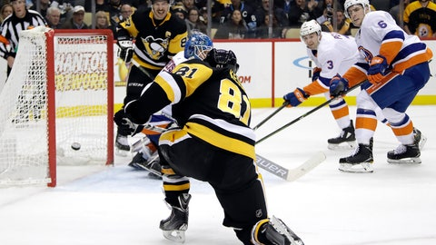 <p>               Pittsburgh Penguins' Phil Kessel (81) gets the puck behind New York Islanders goaltender Thomas Greiss for the first of his two goals of the second period in an NHL hockey game in Pittsburgh, Thursday, Dec. 6, 2018. (AP Photo/Gene J. Puskar)             </p>