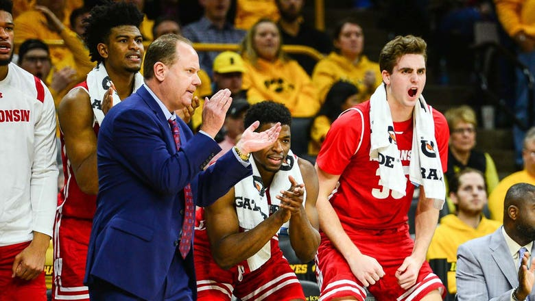 Badgers climb up to No. 12 in AP Top 25 poll