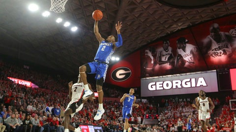 No. 12 Kentucky hangs on late at No. 14 Auburn