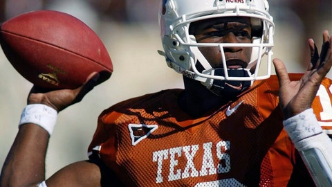 <p>               FILE - In this Oct. 16, 2004, file photo, Texas NCAA college football quarterback Vince Young looks for a receiver during the first half against Missouri, in Austin, Texas. Texas quarterback Vince Young and Notre Dame speedster Raghib Ismail have been selected, Monday, Jan. 7, 2019, for induction into the College Football Hall of Fame, along with 11 other players and two coaches. (AP Photo/Harry Cabluck, File)             </p>