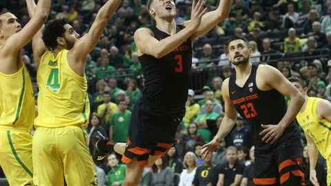 <p>               Oregon State's Tres Tinkle, center, goes up to shoot between Oregon's Paul White, left, Ehab Amin and teammate Gligorije Rakocevic, right, during the second half of an NCAA college basketball game Saturday, Jan. 5, 2019, in Eugene, Ore. (AP photo/Chris Pietsch)             </p>