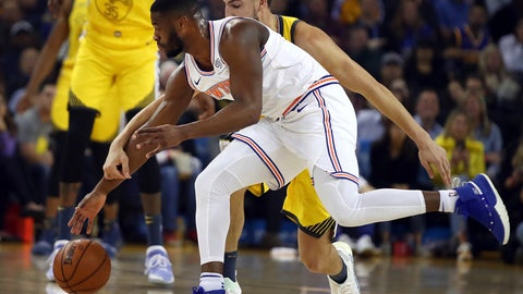 <p>               New York Knicks' Emmanuel Mudiay, left, and Golden State Warriors' Klay Thompson chase a loose ball during the first half of an NBA basketball game Tuesday, Jan. 8, 2019, in Oakland, Calif. (AP Photo/Ben Margot)             </p>