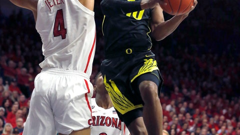 <p>               Oregon guard Victor Bailey Jr. (10) drives on Arizona center Chase Jeter in the first half of an NCAA college basketball game, Thursday, Jan. 17, 2019, in Tucson, Ariz. (AP Photo/Rick Scuteri)             </p>