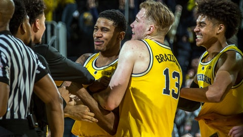 <p>               Michigan guard Charles Matthews, center, celebrates his game-winning buzzer-beater with forward Ignas Brazdeikis (13) and guard Jordan Poole, right, after an NCAA college basketball game against Minnesota at Crisler Center in Ann Arbor, Mich., Tuesday, Jan. 22, 2019. Michigan won 59-57. (AP Photo/Tony Ding)             </p>