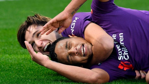 <p>               Fiorentina's forward Luis Muriel, right, celebrates with a teammate after scoring during a Serie A soccer match between Fiorentina and Sampdoria at the Artemio Franchi stadium in Florence, Italy, Sunday, Jan. 20, 2019. (Claudio Giovannini/ANSA via AP)             </p>