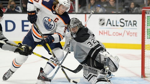 <p>               Edmonton Oilers center Connor McDavid, left, tries to score on Los Angeles Kings goaltender Jonathan Quick during the third period of an NHL hockey game, Saturday, Jan. 5, 2019, in Los Angeles. The Kings won 4-0. (AP Photo/Mark J. Terrill)             </p>