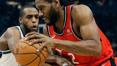 <p>               Toronto Raptors' Kawhi Leonard, right, drives to the basket against Milwaukee Bucks' Khris Middleton during the first half of an NBA basketball game, Saturday, Jan. 5, 2019, in Milwaukee. (AP Photo/Aaron Gash)             </p>