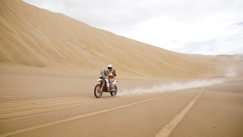 <p>               Laia Sanz of Spain makes the victory sign as she rides her KTM motorbike during the stage five of the Dakar Rally between Tacna and Arequipa, Peru, Friday, Jan. 11, 2019. (AP Photo/Ricardo Mazalan)             </p>