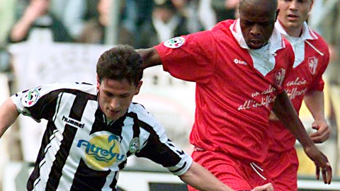 <p>               FILE - In this Sunday, April 11, 1998 file photo, Udinese's Pineda, left, challenges for the ball with Bari's Phil Masinga, at the Udine stadium in Udine Italy. Phil Masinga, the former South Africa and Leeds United striker who scored the goal that took his country to the World Cup for the first time, has died at the age of 49 it was announced Sunday, Jan. 13, 2019. (AP Photo/Franco Debernardi, file)             </p>