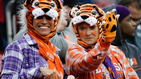 <p>               Fans wait for the start of the NCAA college football playoff championship game between Alabama and Clemson Monday, Jan. 7, 2019, in Santa Clara, Calif. (AP Photo/David J. Phillip)             </p>