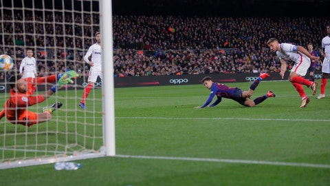 <p>               FC Barcelona's Coutinho, second left, heads the ball to score his side's third goal during a Spanish Copa del Rey soccer match between FC Barcelona and Sevilla at the Camp Nou stadium in Barcelona, Spain, Wednesday, Jan. 30, 2019. (AP Photo/Manu Fernandez)             </p>