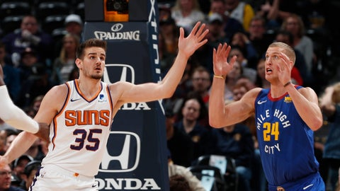<p>               Phoenix Suns forward Dragan Bender, left, battles for control of the ball with Denver Nuggets forward Mason Plumlee in the first half of an NBA basketball game Friday, Jan. 25, 2019, in Denver. (AP Photo/David Zalubowski)             </p>