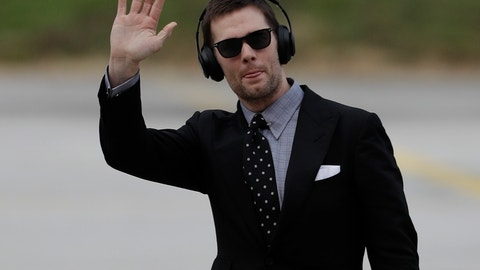 <p>               New England Patriots' Tom Brady arrives at the Hartsfield-Jackson Atlanta International Airport for the NFL Super Bowl 53 football game Sunday, Jan. 27, 2019, in Atlanta. (AP Photo/David J. Phillip)             </p>
