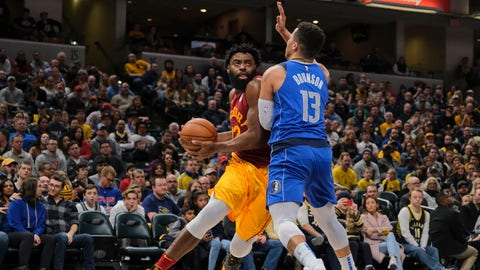 Indiana Pacers guard Tyreke Evans, left, moves around Dallas Mavericks guard Jalen Brunson during the second half of an NBA basketball game in Indianapolis, Saturday, Jan. 19, 2019. The Pacers won 111-99. (AP Photo/AJ Mast)