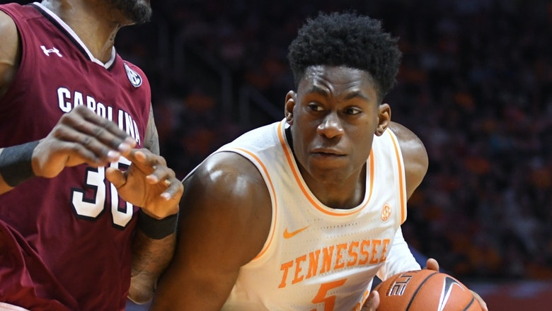 Admiral Schofield records double double in No. 1 Tennessee's win over South Carolina