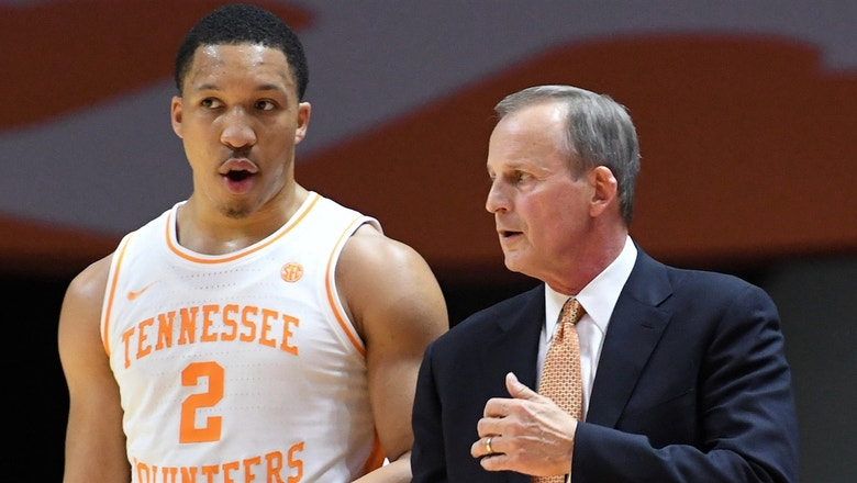 Grant Williams's 16 points helps No. 1 Tennessee hold off Florida
