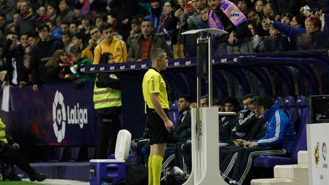 <p>               Referee Ignacio Iglesias Villanueva watches the VAR monitor and assigns the penalty for Real Madrid during a Spanish La Liga soccer match at the Ciutat de Valencia stadium in Valencia, Spain, Sunday, Feb. 24, 2019.(AP Photo/Alberto Saiz)             </p>