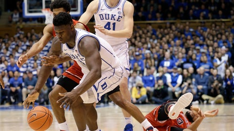 <p>               Duke's Zion Williamson reaches for the ball with St. John's Justin Simon while St. John's Marvin Clark II falls and Duke's Jack White looks on during the second half of an NCAA college basketball game in Durham, N.C., Saturday, Feb. 2, 2019. (AP Photo/Gerry Broome)             </p>