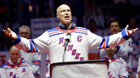 <p>               Mark Messier gestures to fans while speaking during a ceremony to acknowledge the 25th anniversary of the 1994 New York Rangers winning the Stanley Cup, before an NHL hockey game between the Rangers and the Carolina Hurricanes on Friday, Feb. 8, 2019, in New York. (AP Photo/Frank Franklin II)             </p>