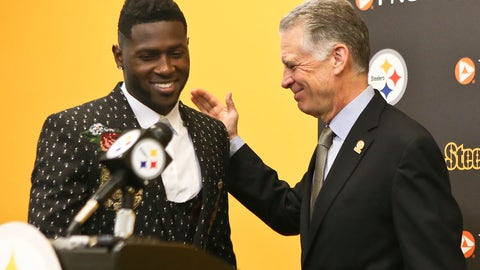 <p>               FILE - In this Feb. 28, 2017, file photo, Pittsburgh Steelers wide receiver Antonio Brown, left, smiles as he is introduced by Steelers President Art Rooney II for a news conference about Brown's contract extension at the NFL football team's headquarters, Tuesday, Feb. 28, 2017, in Pittsburgh. Steelers wide receiver Antonio Brown has ended his lengthy standoff with the team by meeting with president Art Rooney II, though any shot at reconciliation between the two sides appears to be out of the question. Brown, who has asked to be traded, posted a picture on various social media accounts on Tuesday, Feb. 19, 2019,  that showed him arm in arm with Rooney at the Palm Beach International Airport. (AP Photo/Keith Srakocic, File)             </p>