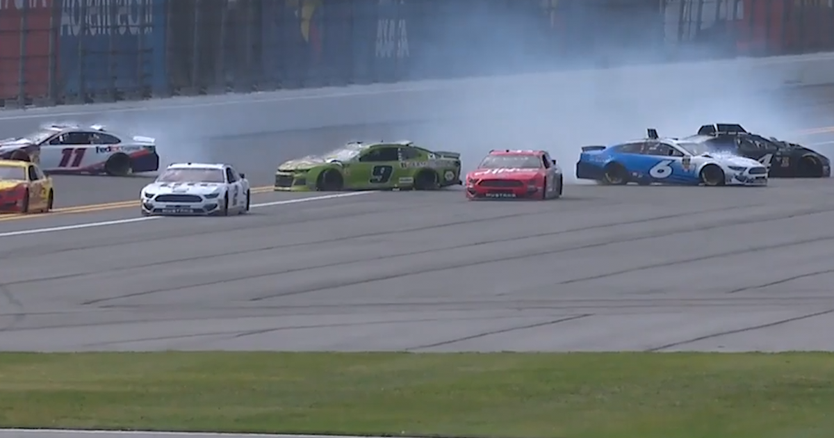 Chase Elliott triggers multi-car wreck in Clash practice | FOX NASCAR (VIDEO)