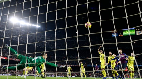 <p>               FILE - In this Dec. 2, 2018, file photo, Villarreal goalkeeper Sergio Asenjo, left, clears a ball during the Spanish La Liga soccer match between FC Barcelona and Villarreal at the Camp Nou stadium in Barcelona, Spain. Villarreal remained winless in 10 consecutive Spanish league matches after a 0-0 draw at 14th-place Valladolid on Friday, Feb. 8, 2019. (AP Photo/Manu Fernandez, File)             </p>