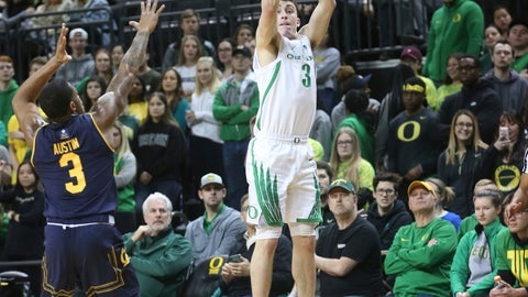 <p>               Oregon's Payton Pritchard, right, shoots a 3-pointerover California's Paris Austin, left, during the first half of an NCAA college basketball game Wednesday, Feb. 6, 2019, in Eugene, Ore. (AP Photo/Chris Pietsch)             </p>
