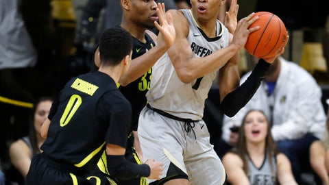 <p>               Colorado guard Tyler Bey, right, looks to pass the ball as Oregon forward Francis Okoro, back left, and guard Will Richardson defend in the first half of an NCAA basketball game Saturday, Feb. 2, 2019, in Boulder, Colo. (AP Photo/David Zalubowski)             </p>
