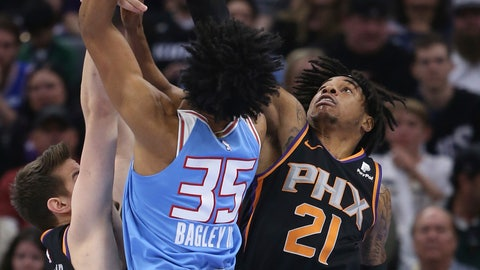 <p>               Sacramento Kings forward Marvin Bagley III, left, is fouled by Phoenix Suns forward Richaun Holmes, right, as he goes to the basket during the first half of an NBA basketball game Sunday, Feb. 10, 2019, in Sacramento, Calif. (AP Photo/Rich Pedroncelli)             </p>