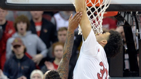 <p>               Louisville forward Jordan Nwora (33) bocks the potential game winning shot from Clemson guard Marcquise Reed (2) during the second half of an NCAA college basketball game in Louisville, Ky., Saturday, Feb. 16, 2019. Louisville won 56-55. (AP Photo/Timothy D. Easley)             </p>
