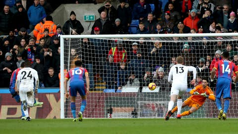 <p>               Crystal Palace's Luka Milivojevic, left,  scores his side's first goal of the game, during the English Premier League soccer match between Crystal Palace and Fulham at Selhurst Park, in London, Saturday Feb. 2, 2019. (Jonathan Brady/PA via AP)             </p>