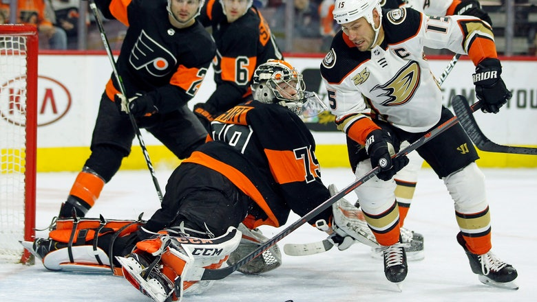 Flyers beats Ducks 6-2 for 9th victory in 10 games